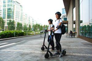 aman naik skuter
